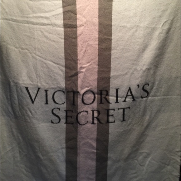 Victoria's Secret Other - Victoria Secret throw